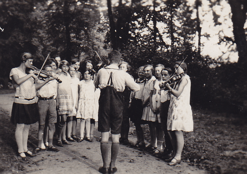Musik in der Jugendbewegung. DFG-Förderung zur Erschließung und Digitalisierung für einen Kernbestand des AdJb (Burg Ludwigstein)